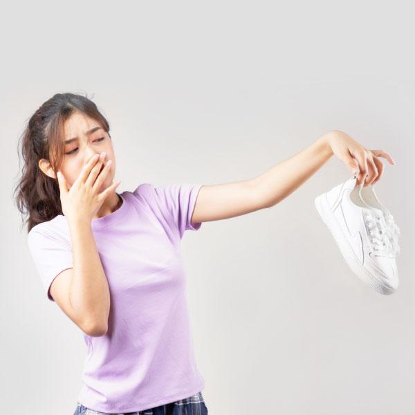 ¿Cómo sacarle el mal olor a tus zapatos?
